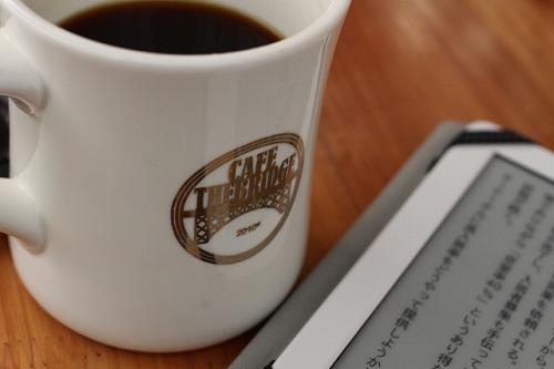 カフェ 読書 Kindle タブレット