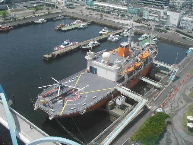 名古屋港ポートビル展望台からふじを見下ろす