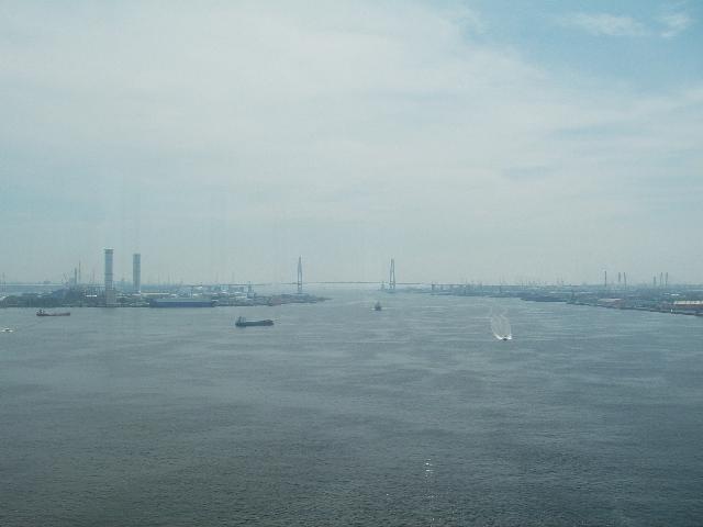 名古屋港ポートビル展望台から名港トリトンを望む