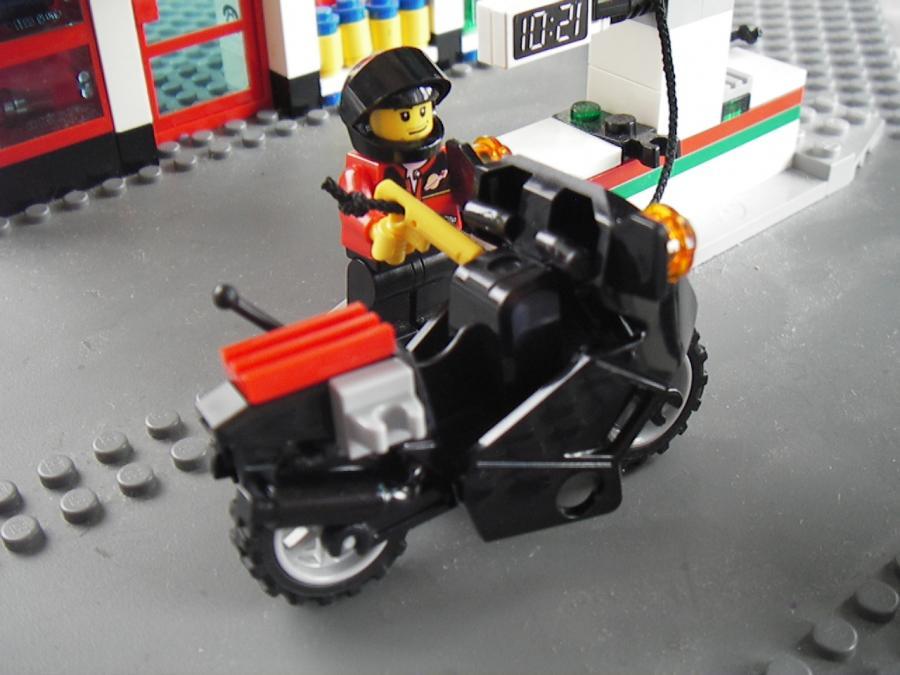 バイクにセルフ給油レゴ