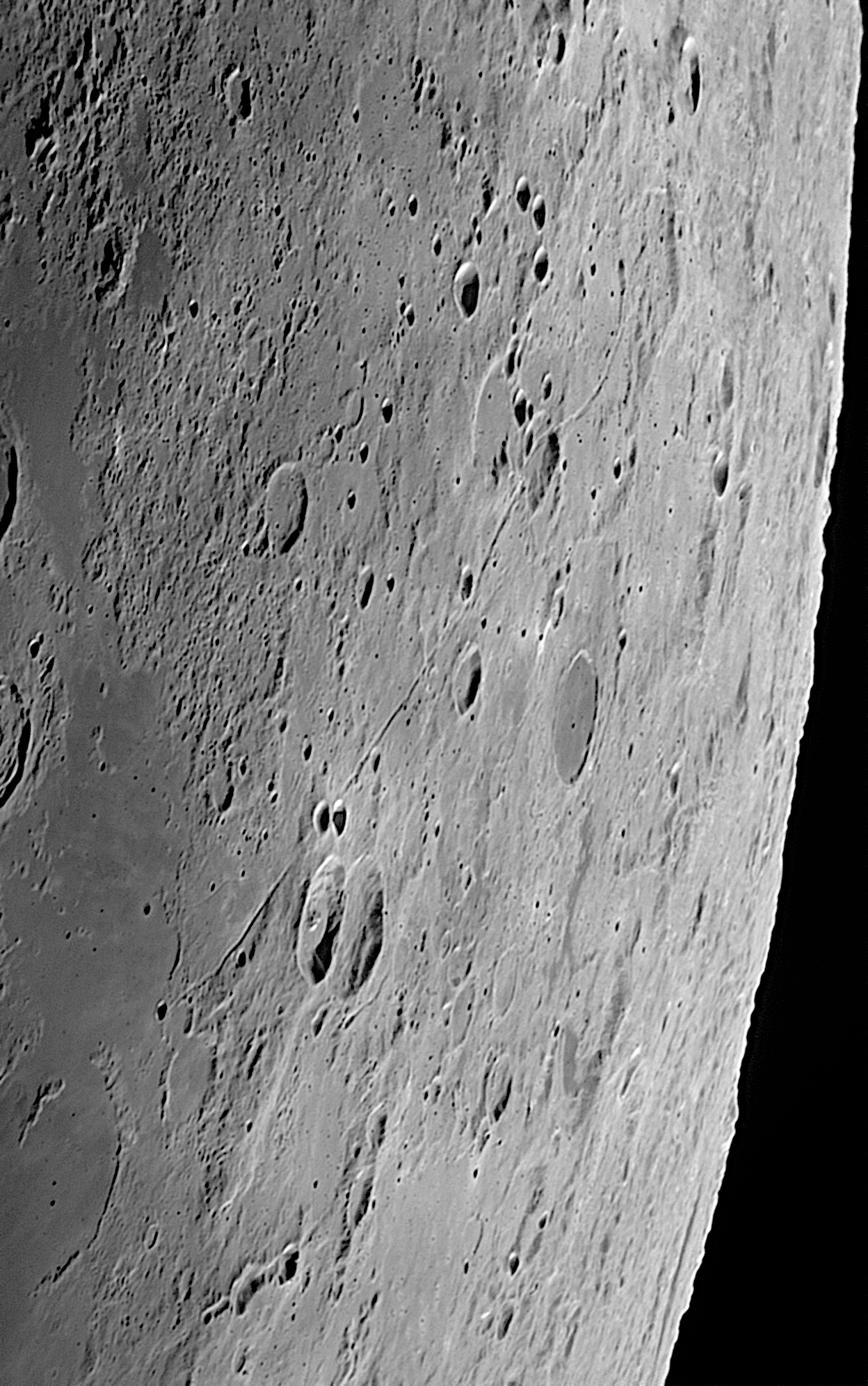 Moon_160730_052158_g2_ap137z.jpg