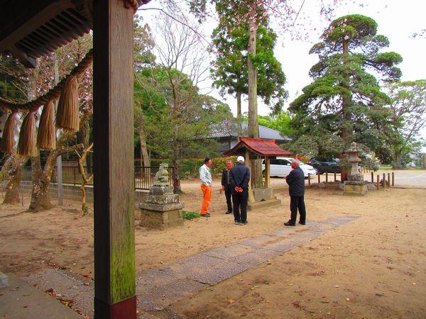 白幡神社手水鉢周り施工前