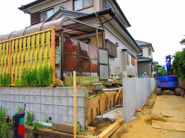 L型土留め工事の施工途中