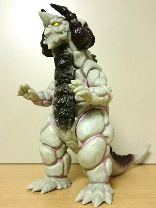 ウルトラマンティガ怪獣ソフビ シルバゴン