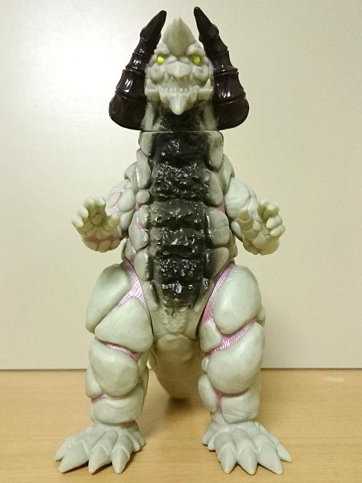 ウルトラマンティガ怪獣ソフビ シルバゴン0