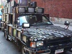 モニターだらけの車両