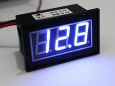 点灯する電圧計