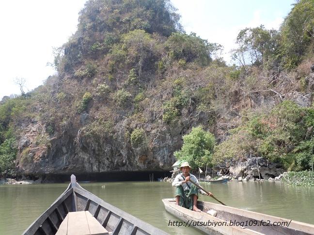 Sadan cave boat