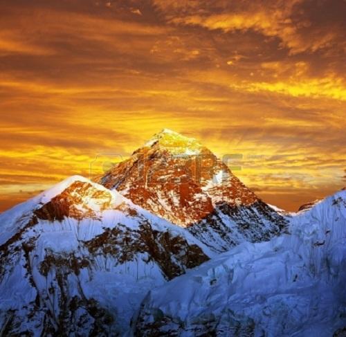 17604737-夜の色のカラパタール---ネパールからエベレストのビュー