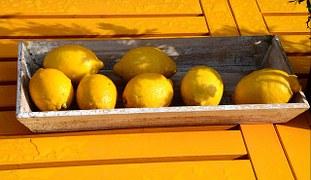 lemons-250633__180.jpg