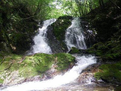 大滝は真ん中を登る