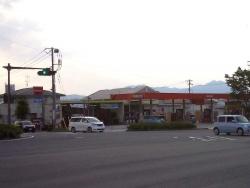 ブールバール通り江熊交差点のエネオスGS