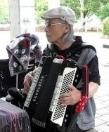 鏡山公園でアコ20160606-3