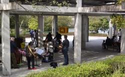 鏡山公園でアコ20160416-2