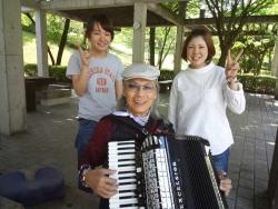 鏡山公園でアコ20160520-3