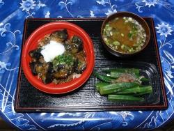 温泉玉子入り麻婆茄子丼とオクラ