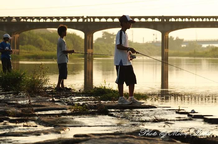 川釣りの少年たち 愛媛県西条市小松町新屋敷