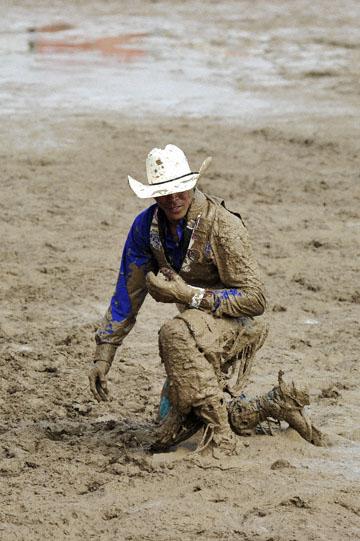 blog 24 D3S Oakdale Rodeo, Bareback Bronco 3_DSC5239-4.10.16.(2).jpg