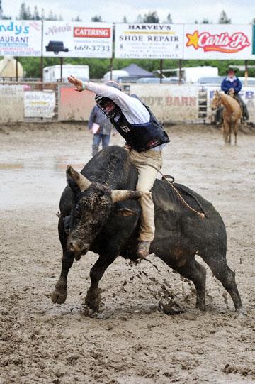 blog 24 D3S Oakdale Rodeo, Bull Riding 2-7, Aaron Russell Willia (? San Luis Obispo, CA) 2_DSC5943-4.10.16.(2).jpg