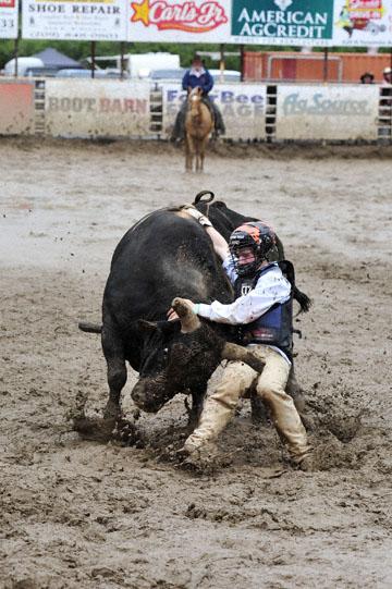 blog 24 D3S Oakdale Rodeo, Bull Riding 2-7, Aaron Russell Willia (? San Luis Obispo, CA) 2_DSC5959-4.10.16.(2).jpg