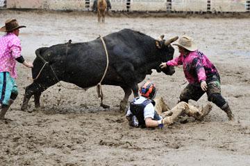 blog 24 D3S Oakdale Rodeo, Bull Riding 2-7, Aaron Russell Willia (? San Luis Obispo, CA) 2_DSC5967-4.10.16.(2).jpg