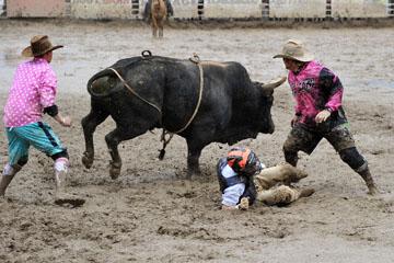 blog 24 D3S Oakdale Rodeo, Bull Riding 2-7, Aaron Russell Willia (? San Luis Obispo, CA) 2_DSC5968-4.10.16.(2).jpg