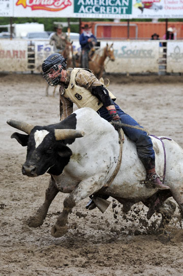 blog 24 D3S Oakdale Rodeo, Bull Riding 2-10, Cain Smith (? Pendleton, OR) 2_DSC6026-4.10.16.(2).jpg