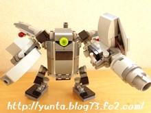 レゴ変形ロボットに武器を装着させてみた。