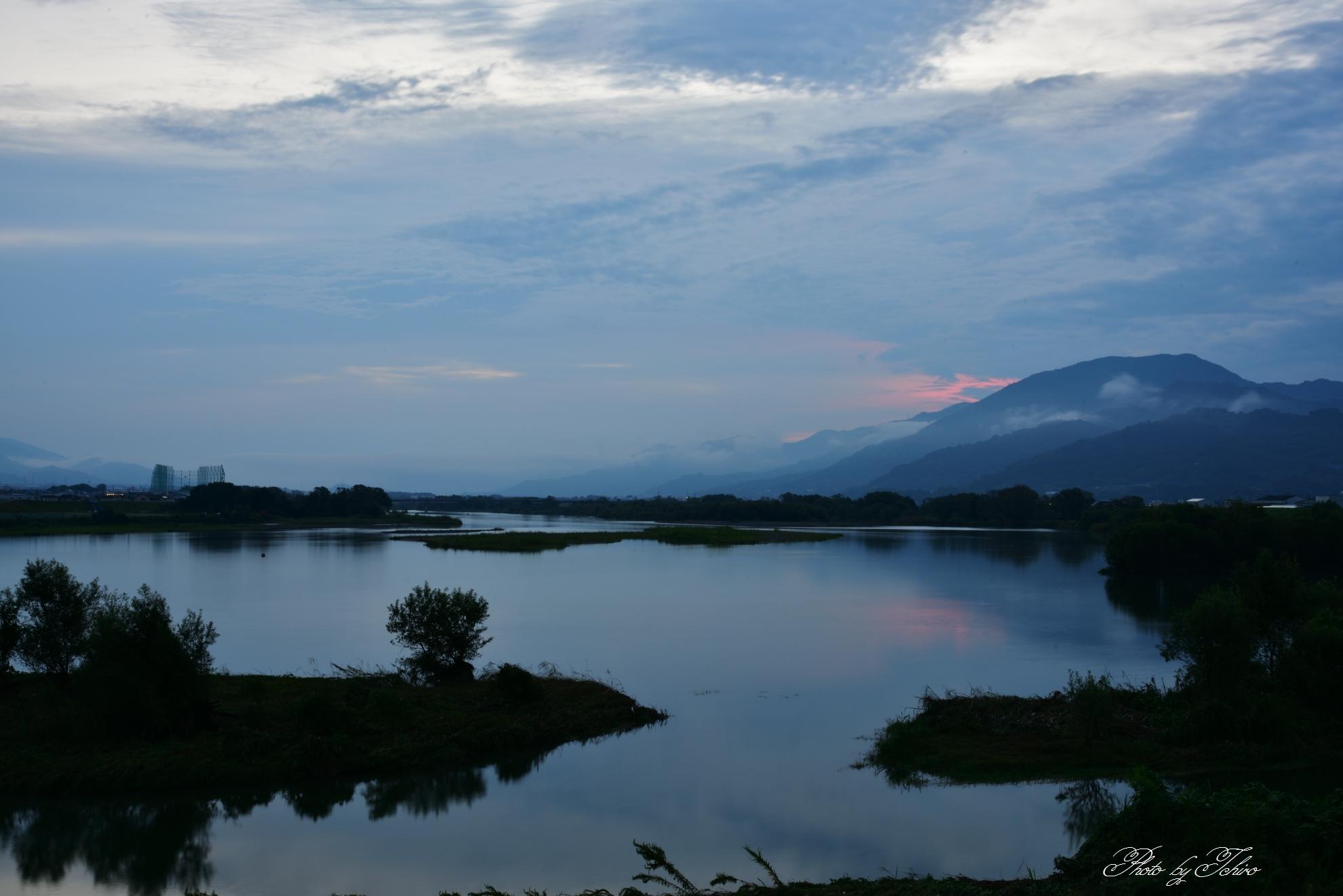 紀ノ川の夜明け