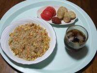 6/17 昼食 チャーハン、チキンナゲット、トマト、梅干し