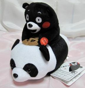 パンダに乗るくまモン