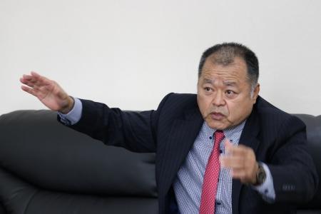 琉球新報の取材を受ける 宮平克哉CEO 2s