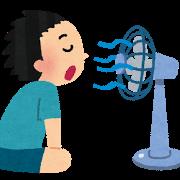 夏・扇風機にあたる