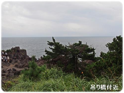 吊り橋付近の岩場