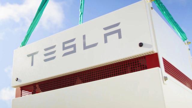 【エネルギー蓄電施設】テスラによる世界最大規模の蓄電システムが約45億円もの節約に貢献し大成功を収める