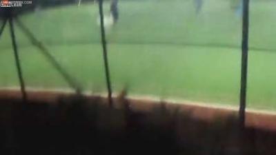 【衝撃!】テロリストがサッカー選手に向けて発砲の衝撃的瞬間映像!
