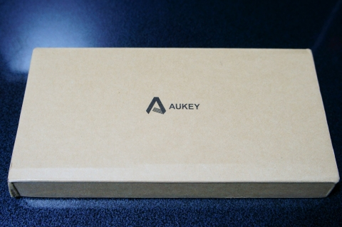 aukey_mobilebattery_pb-n28_03.jpg