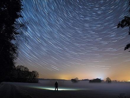 star-trails-2234343_640.jpg