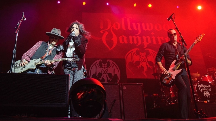 johnny-depp-alice-cooper-robert-deleo-by-maria-ives.jpg