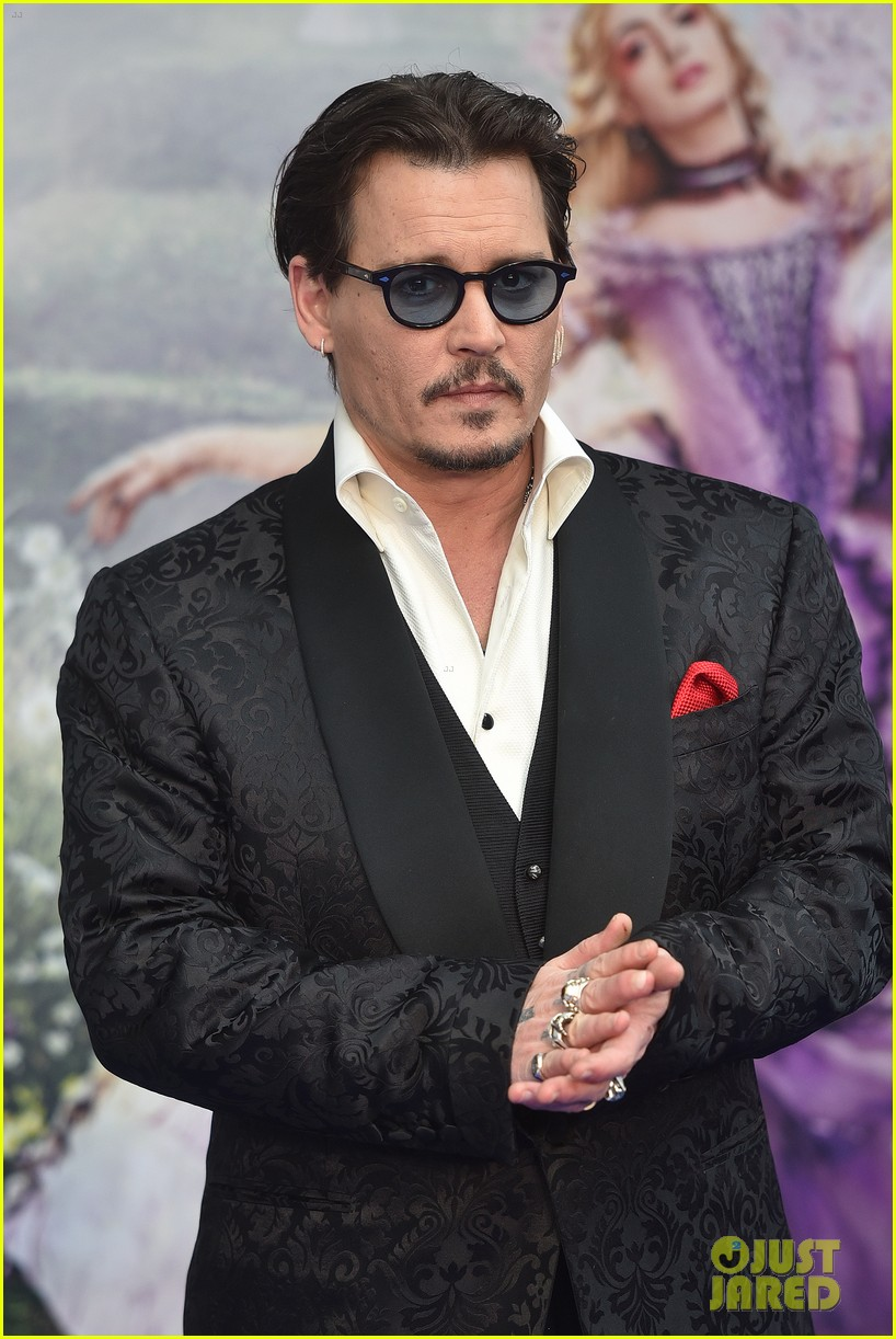 johnny-depp-alice-through-looking-glass-premiere-13.jpg