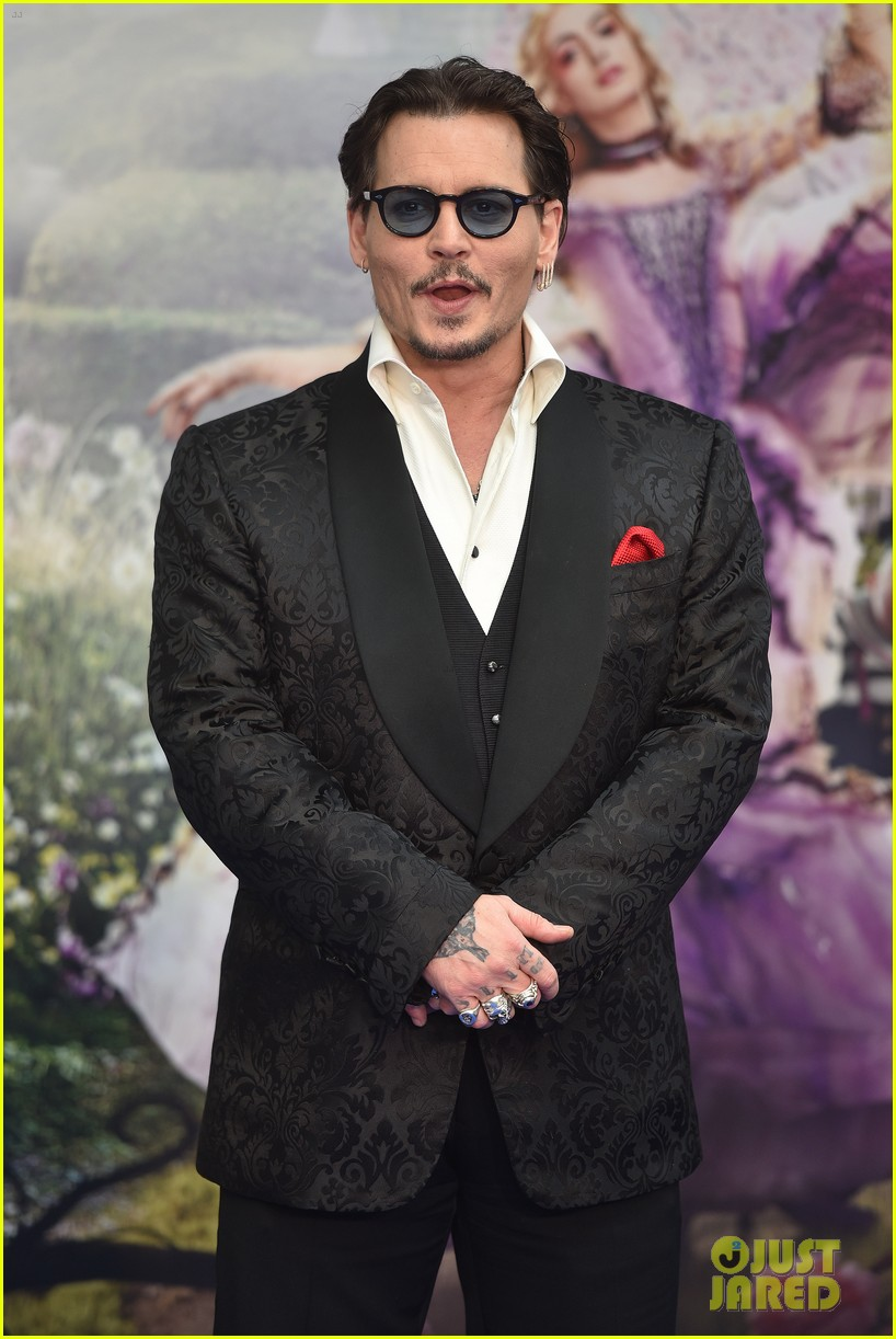 johnny-depp-alice-through-looking-glass-premiere-14.jpg