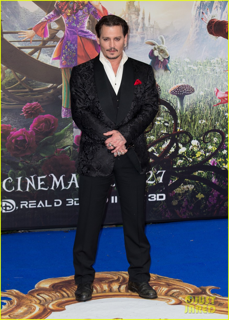 johnny-depp-alice-through-looking-glass-premiere-15.jpg