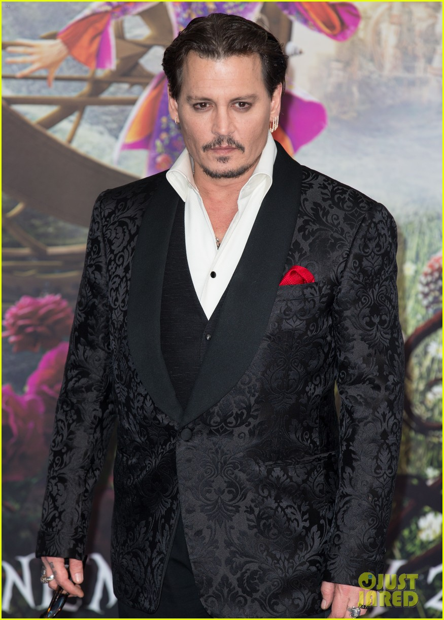 johnny-depp-alice-through-looking-glass-premiere-20.jpg