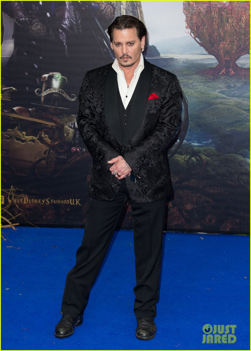 johnny-depp-alice-through-looking-glass-premiere-22.jpg
