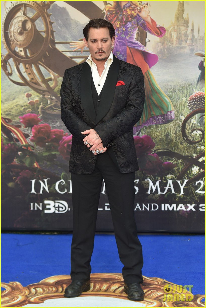 johnny-depp-alice-through-looking-glass-premiere-25.jpg
