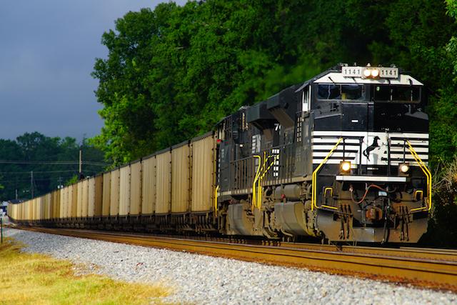 Aug1216 NS1121 Coal train Irondale 1