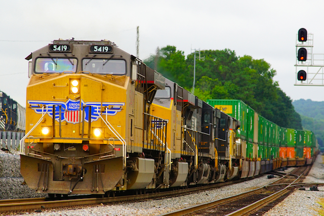 Aug1216 UP5419 W Countainer Irondale3