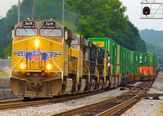 Aug1216 UP5419 W Countainer Irondale1