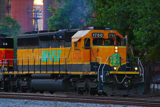 Sep1416 BNSF1750 old scheme 32nd st 1