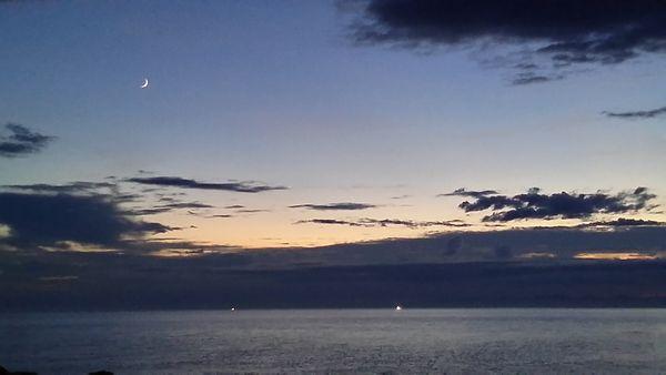 20160904海と月